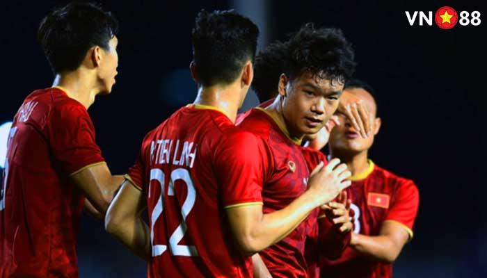 Nguyễn Thành Trung ghi bàn thắng trong trận đấu Việt Nam và Indonesia Sea Games 30