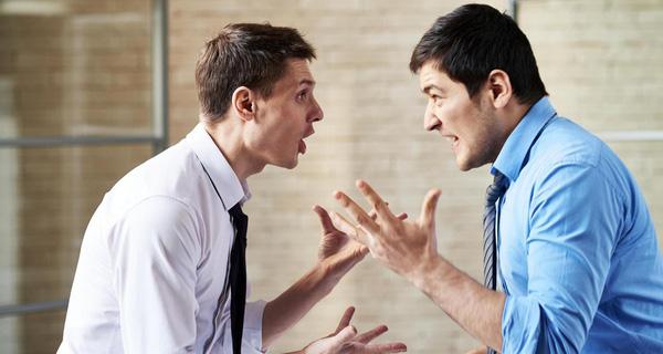 Mơ thấy bản thân đang cãi nhau với ai đó