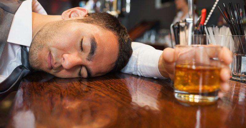 Mộng thấy say rượu đánh số đề con gì chuẩn nhất? Giải mã giấc mơ say rượu